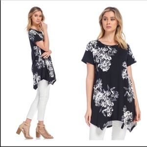 Tops - 3/$30 Boutique Black and White Floral Top